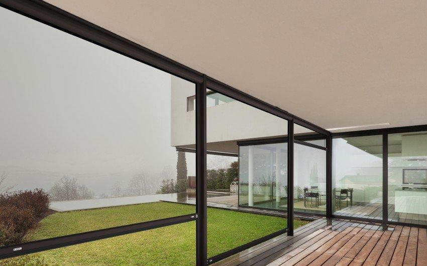 Tenda antivento trasparente per chiudere lo spazio esterno